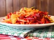 Салата с ябълка, моркови, червено цвекло, авокадо и ленено семе